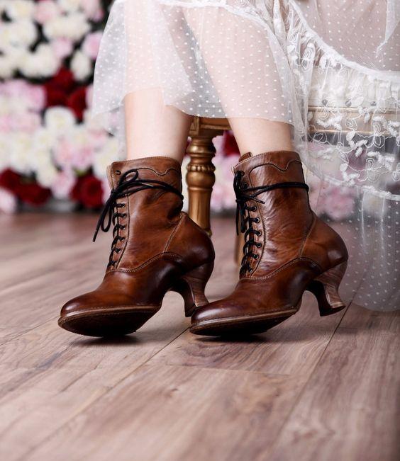 Il ritorno degli stivali in stile vittoriano