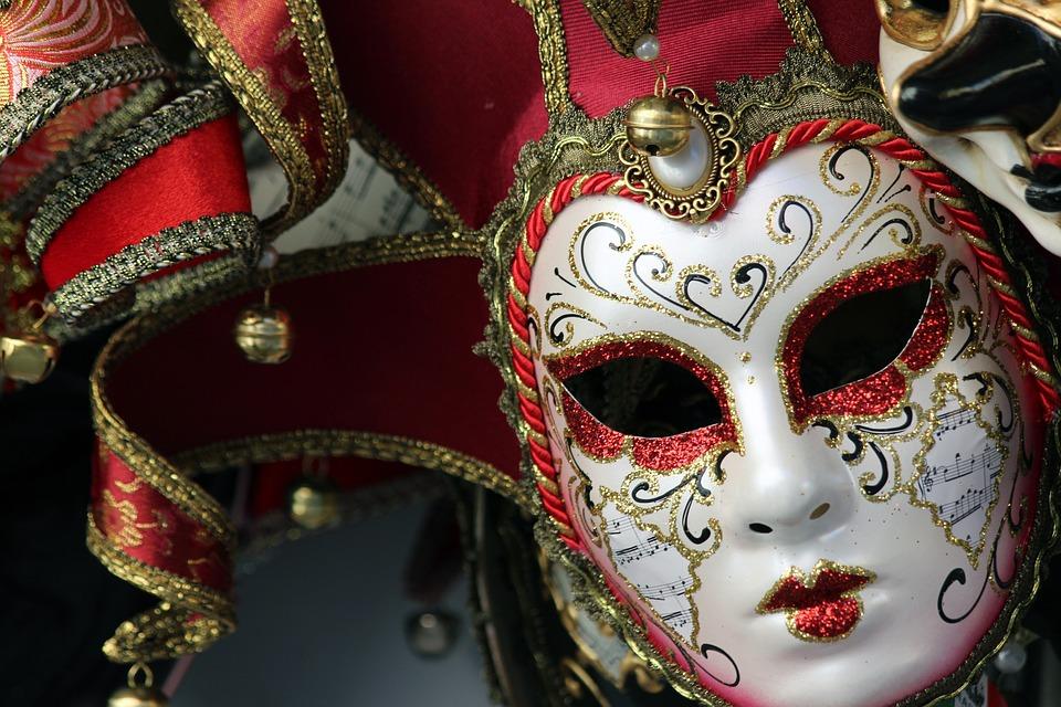 In carrozza … Al Carnevale di Venezia con un trenino d'epoca