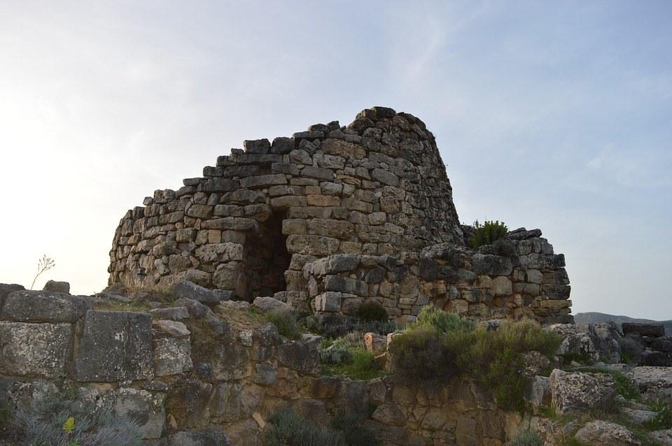5 motivi per scoprire la Sardegna in autunno: sagre, trekking e archeologia
