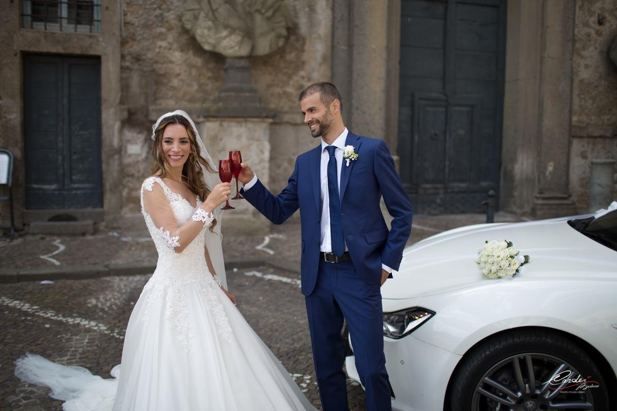 Come scegliere l'automobile per il matrimonio? 4 aspetti da non sottovalutare